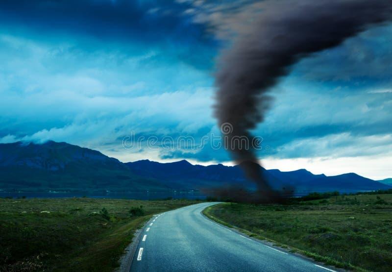 Tornado op weg stock foto's