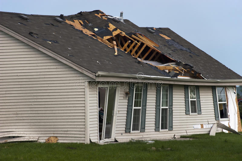 Tornado-Sturm Damge Haus-Haus zerstört von Wind lizenzfreies stockfoto