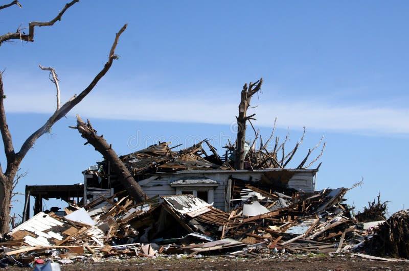 Tornadoschaden lizenzfreies stockbild