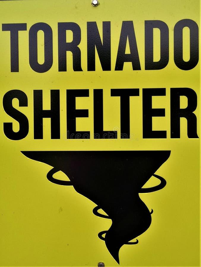 Tornadoschutzzeichen stockfoto