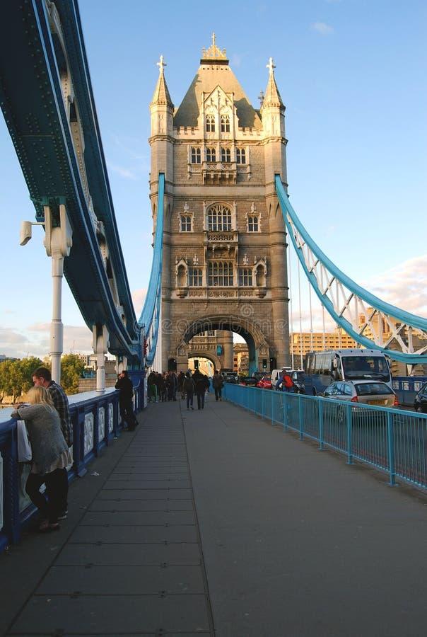 Tornbro i aftonljuset royaltyfria foton