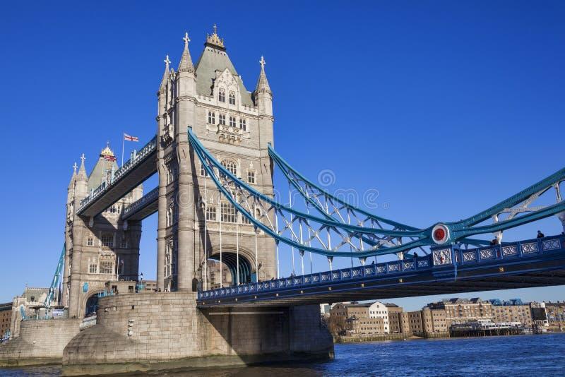Tornbro på flodThemsen royaltyfri bild