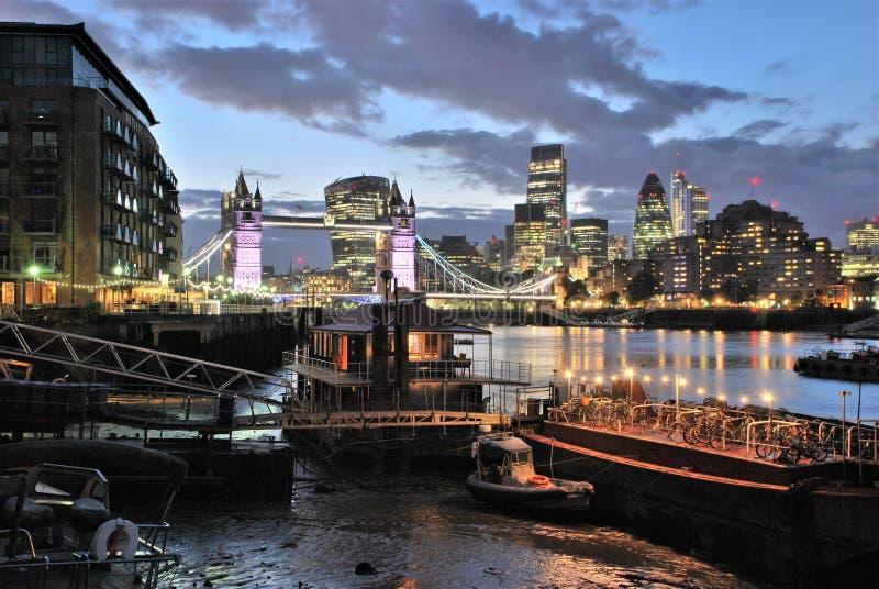 Tornbroiand Thames River royaltyfria foton