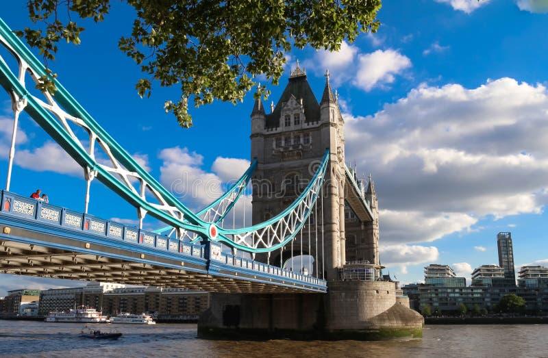 Tornbron i London i en härlig sommardag, England, Förenade kungariket arkivfoto