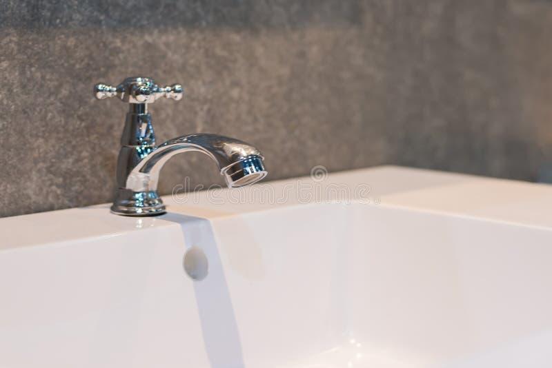 Torneira bonito para o interior do banheiro imagens de stock royalty free
