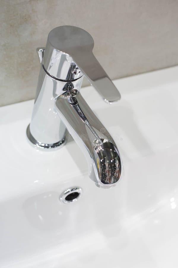 Torneira colorida prata do banheiro fotografia de stock royalty free