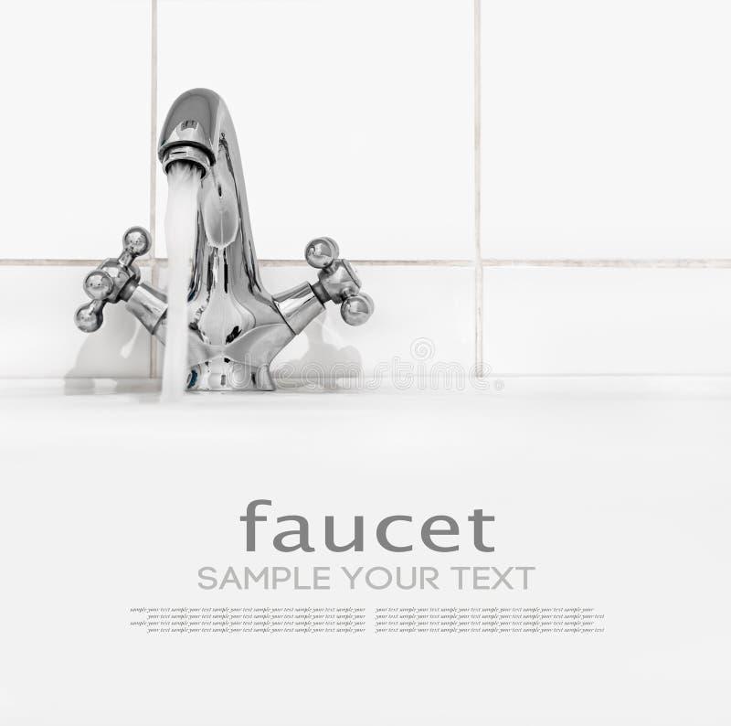 Torneira do banheiro com água corrente em um fundo claro imagens de stock royalty free