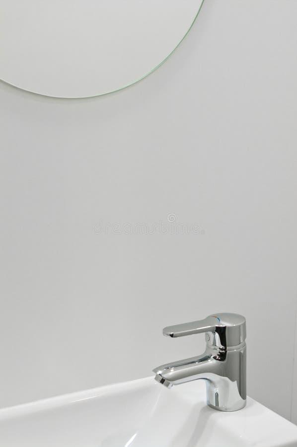 Torneira moderna do banheiro imagem de stock