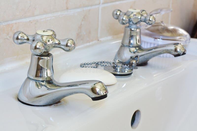 Torneiras domésticas do banheiro imagens de stock royalty free