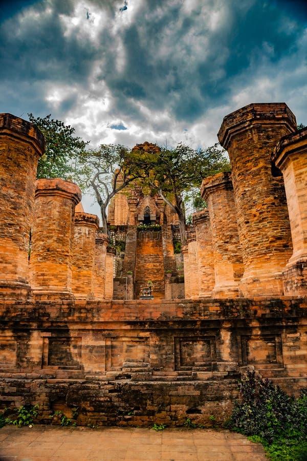 Tornen av Po Nagar nära Nha Trang i Vietnam arkivfoton