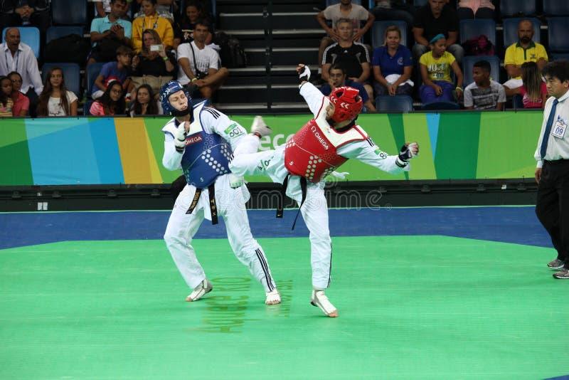 Torneo internacional del Taekwondo - Río 2016 eventos de la prueba - UZB contra IRI imagenes de archivo