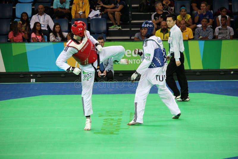 Torneo internacional del Taekwondo - Río 2016 - los E.E.U.U. contra TÚNEZ foto de archivo