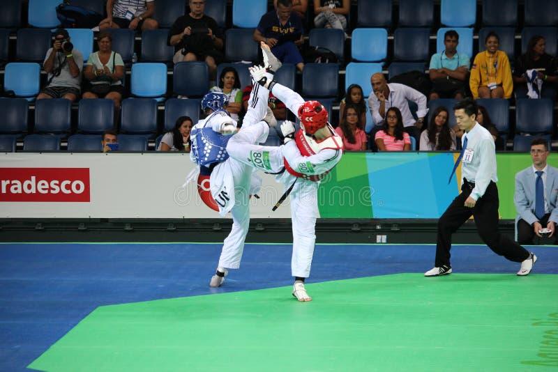 Torneo internacional del Taekwondo - Río 2016 - los E.E.U.U. contra TÚNEZ fotografía de archivo libre de regalías