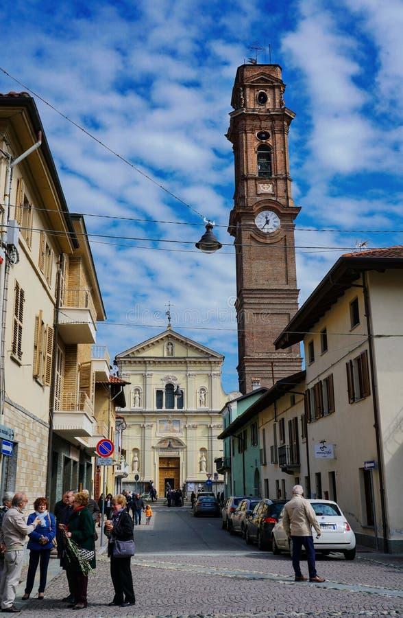 Tornet av kyrkan av San Maurizio Canavese royaltyfri foto