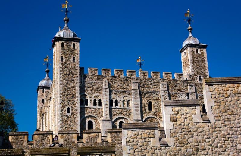 Tornet av London - från flodThemsen - jag - arkivfoto