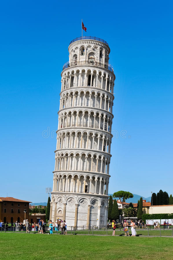 Tornet av Pisa vid dag arkivfoto