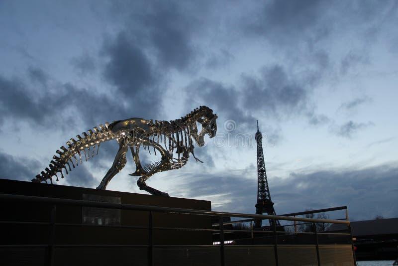 Tornet för Eiffeltornjärngaller på Champ de Mars i Paris, Frankrike Det namnges efter teknikern Gustave Eif royaltyfri foto