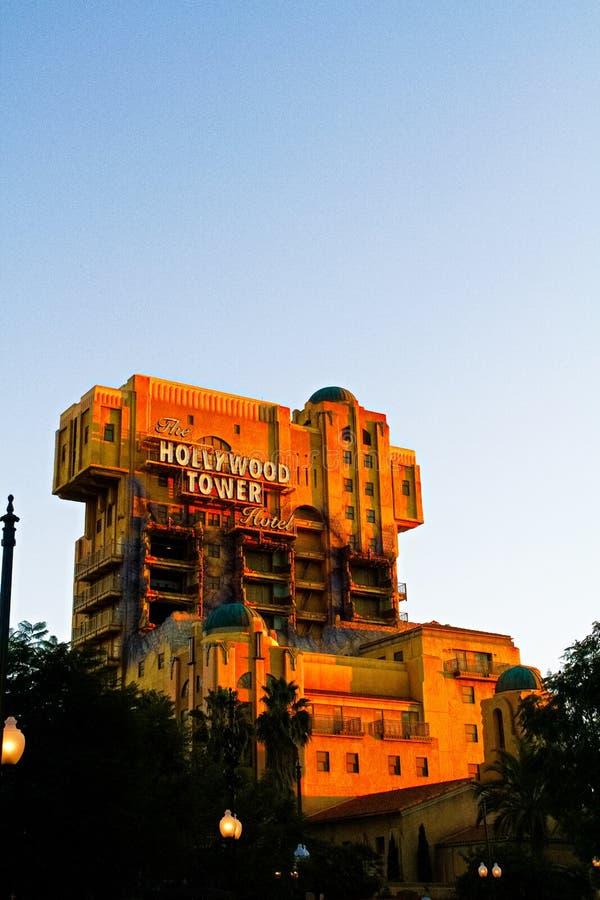 Tornet f?r skymningzon av hotell I f?r skr?ckHollywood torn arkivbild