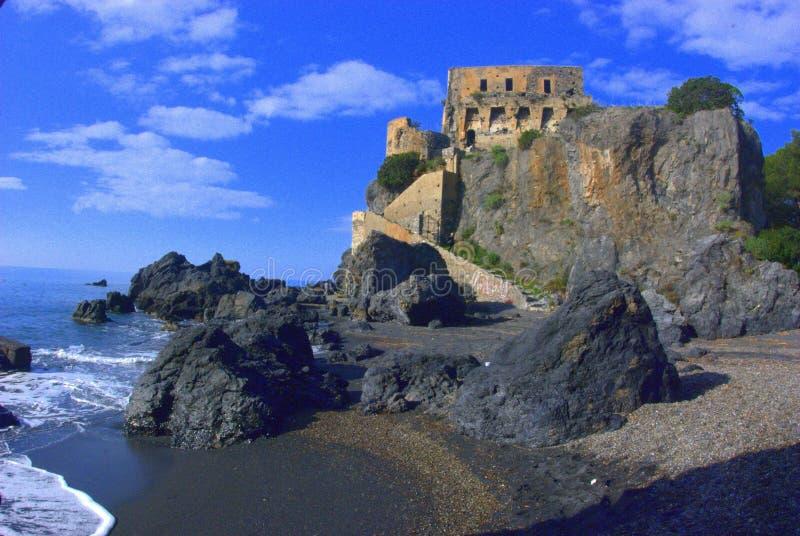 Tornet i mitt av havet fotografering för bildbyråer