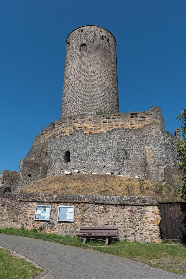 Tornet och väggen av fördärvar muenzenberg hesse Tyskland arkivfoton