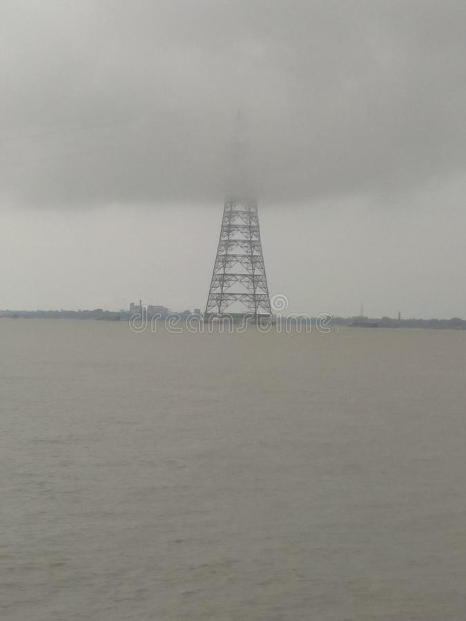 Tornet på floden arkivbild