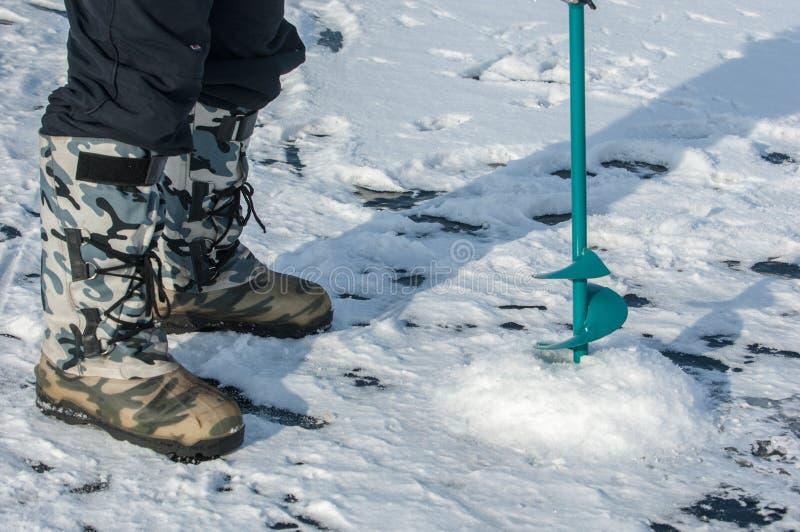 tornillos del hielo para pescar imagen de archivo