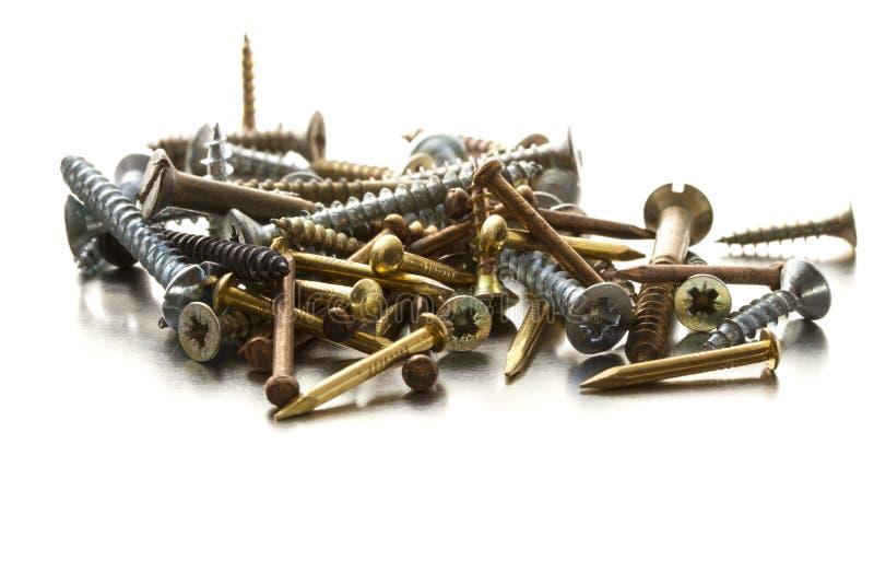 Tornillos y clavos de metal imágenes de archivo libres de regalías