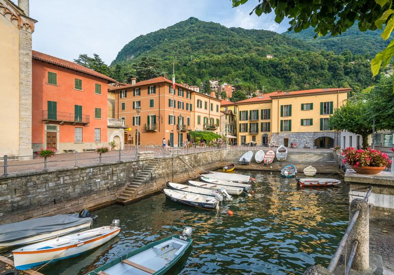 Torno, ζωηρόχρωμου και γραφικού χωριό στη λίμνη Como Ιταλία Λομβαρδία στοκ εικόνα