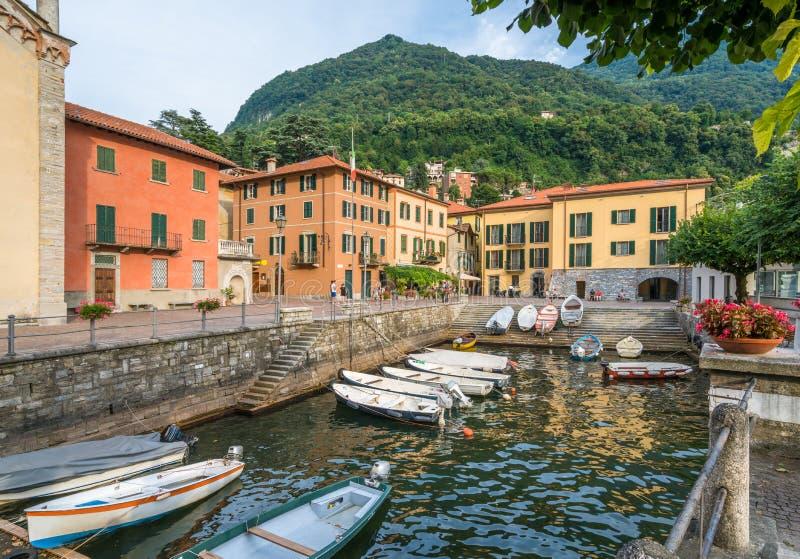 Torno, kleurrijke en schilderachtige dorp op Meer Como Lombardije, Italië stock afbeelding