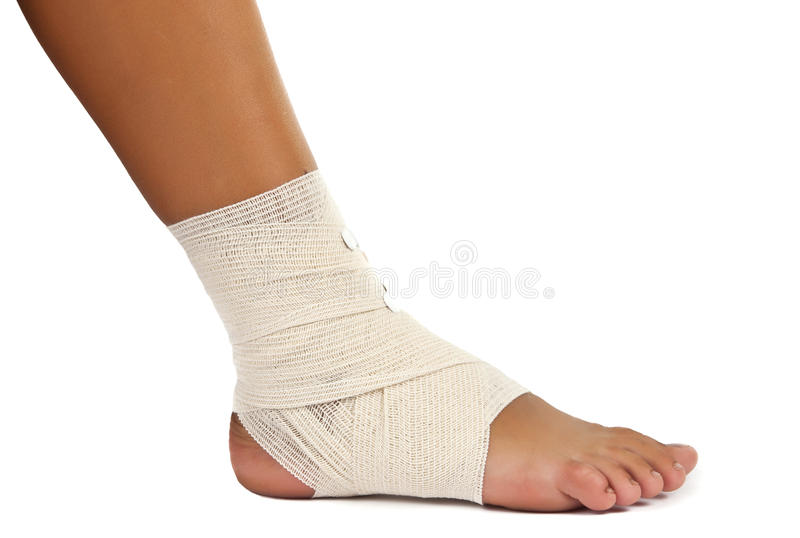 Tornozelo ferido com atadura fotografia de stock royalty free