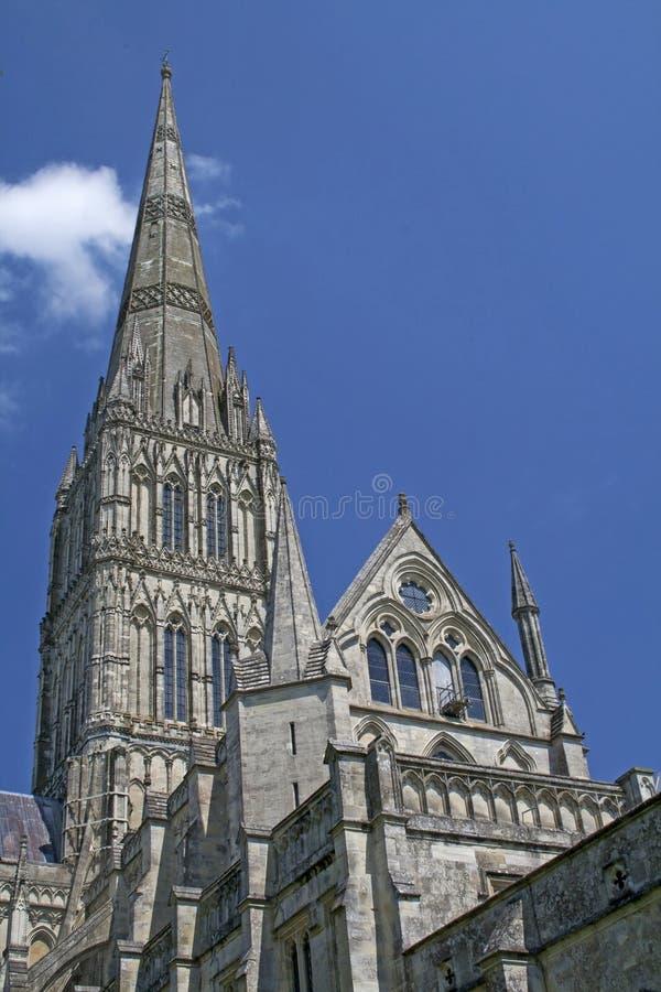 Tornspira av domkyrkan på Salisbury, England royaltyfri fotografi