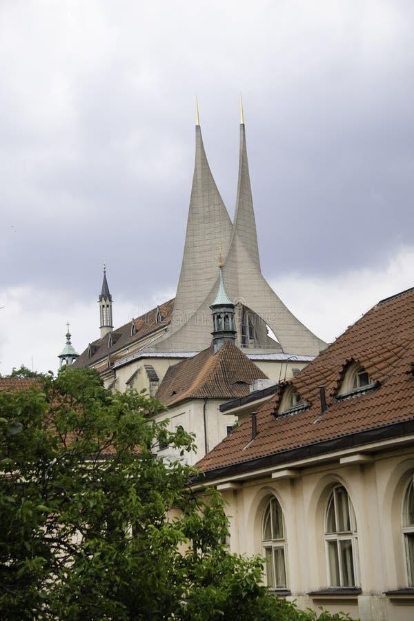 Tornspiror i Prague EU arkivbild