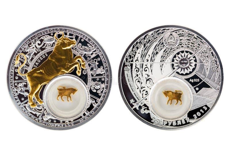 Toro 2013 di astrologia della moneta d'argento della Bielorussia fotografia stock