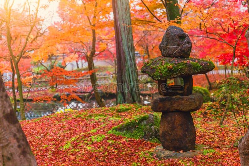 Toro japończyka kamienia Tradycyjny lampion obrazy stock