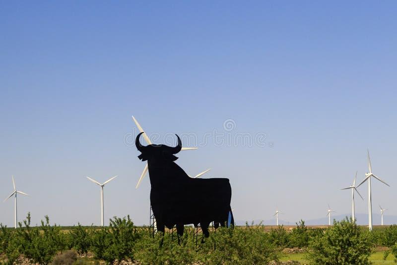 Toro negro en el camino de España foto de archivo libre de regalías