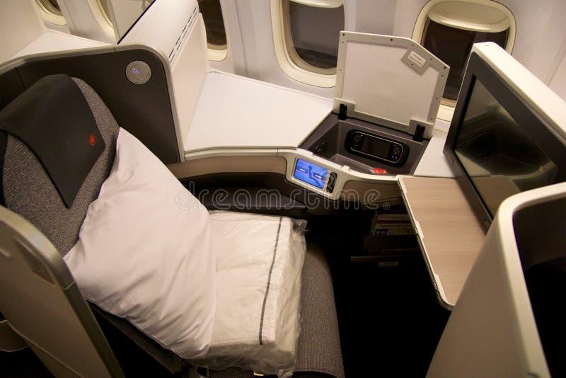 TORONTO, CANADÁ - 28 de janeiro de 2017: Assentos da classe executiva de Air Canada dentro de Boeing 777-300ER da C.A. Ar Canadas fotos de stock