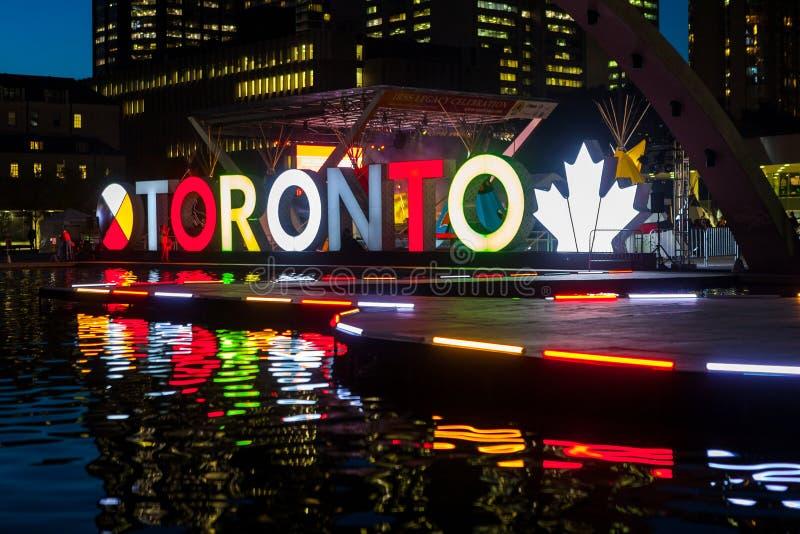 Toronto, CANADÁ - 10 de outubro de 2018: Cidade Hall Natha do sinal de Toronto fotografia de stock