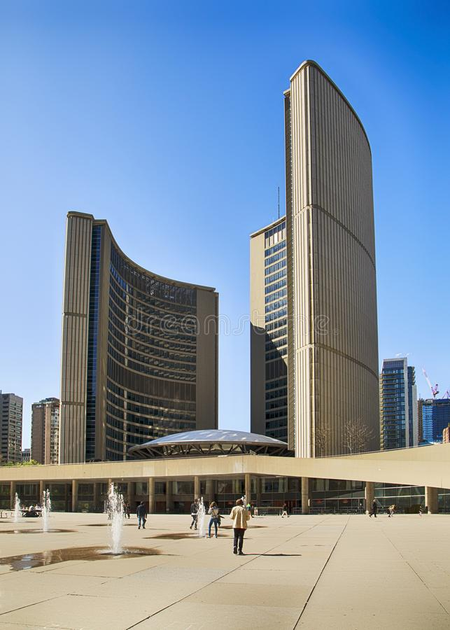 TORONTO, CANADA - 13 mai 2016 : Place de Nathan Phillips à Toronto Un endroit populaire pour la récréation pour des personnes, images stock