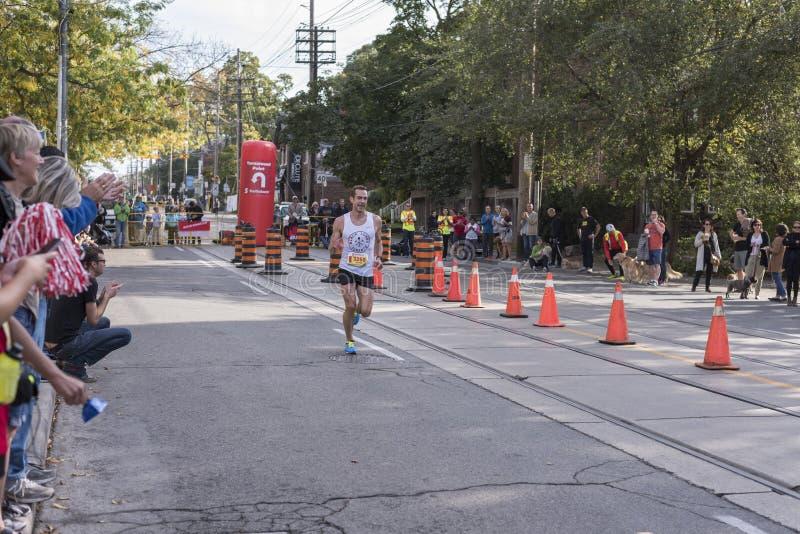 TORONTO, ON/CANADA - OCT 22, 2017: Maratońskiego biegacza Daniel passin obrazy stock