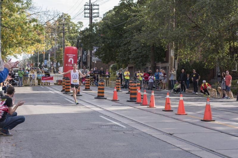 TORONTO, ON/CANADA - OCT 22, 2017: Maratońskiego biegacza Daniel passin fotografia stock