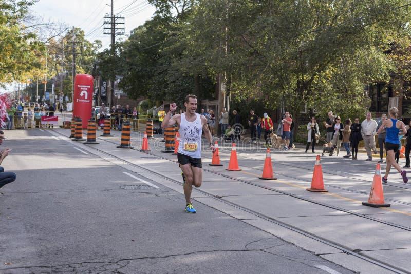 TORONTO, ON/CANADA - OCT 22, 2017: Maratońskiego biegacza Daniel passin fotografia royalty free