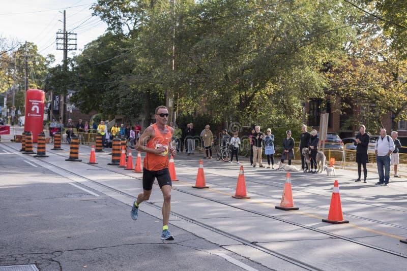 TORONTO, ON/CANADA - 22 OTTOBRE 2017: Corridore maratona Ben Fletc di U.S.A. fotografia stock libera da diritti