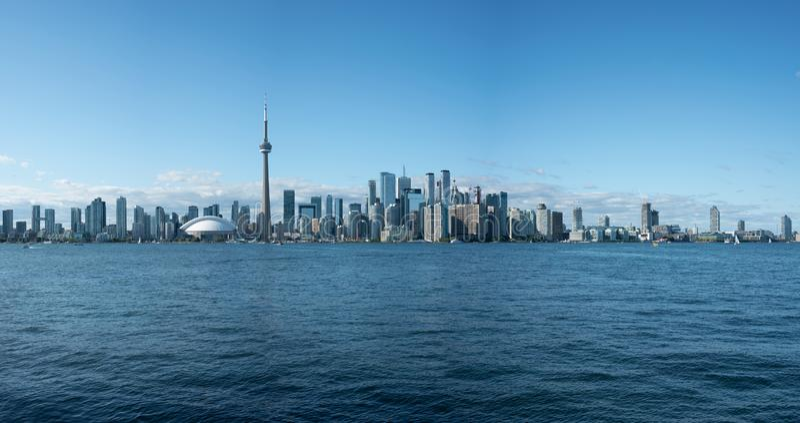 Toronto City Skyline vom Ontariosee stockbilder