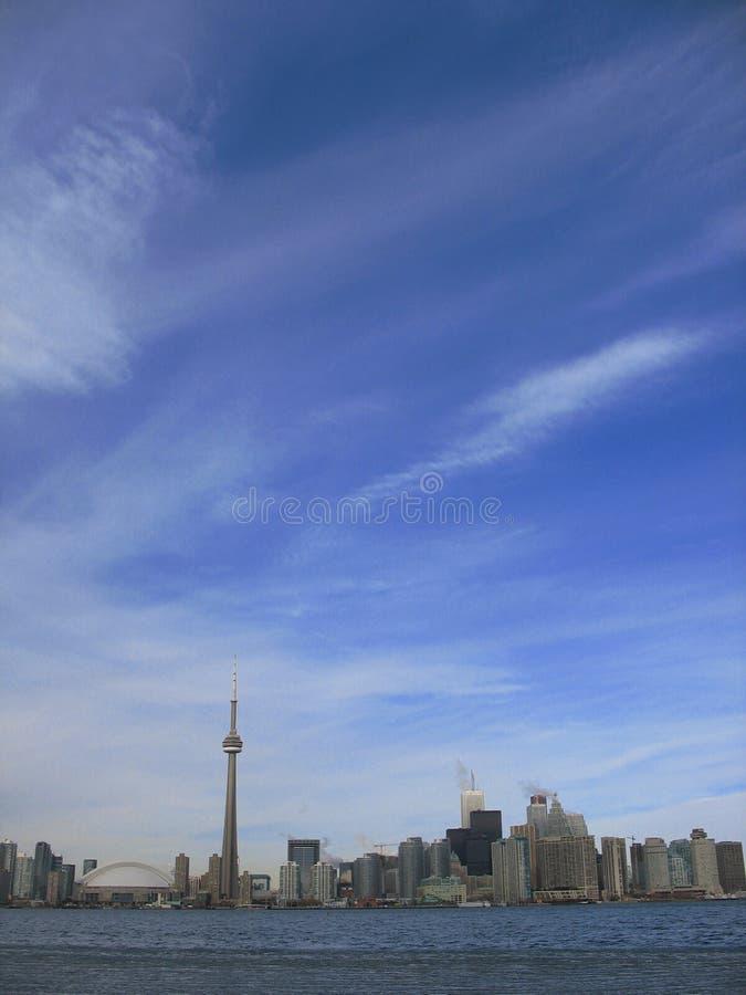 Toronto con el cielo azul foto de archivo libre de regalías