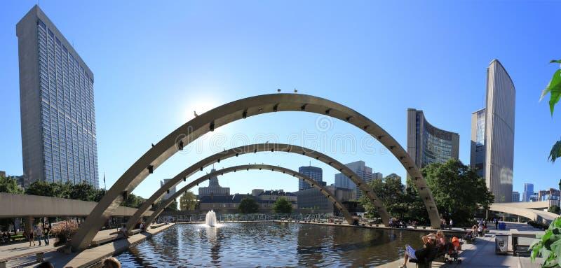 Toronto de stad in panoramisch met gebouwen stock afbeelding