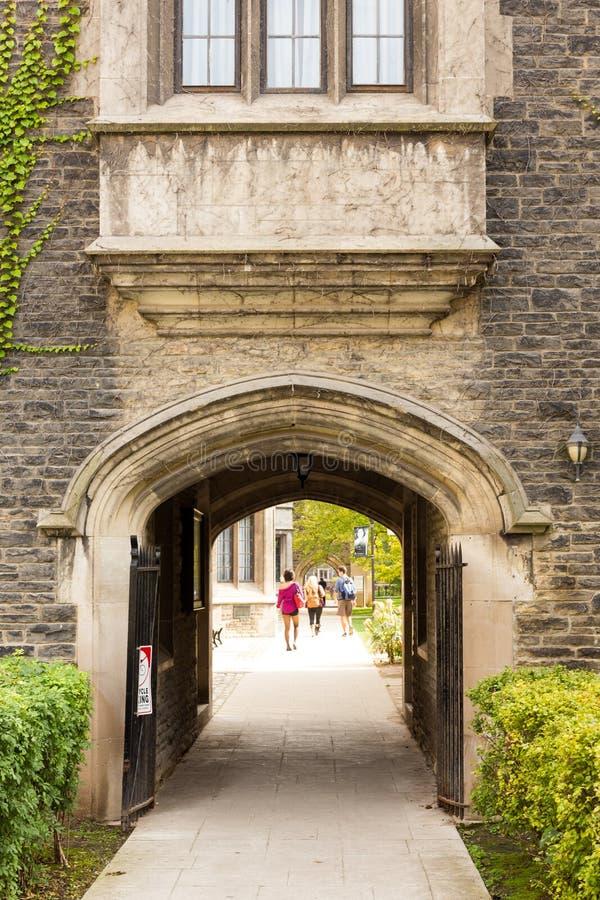 Toronto, DESSUS, Canada - 18 septembre 2017 étudiants sur Victoria Un photographie stock libre de droits