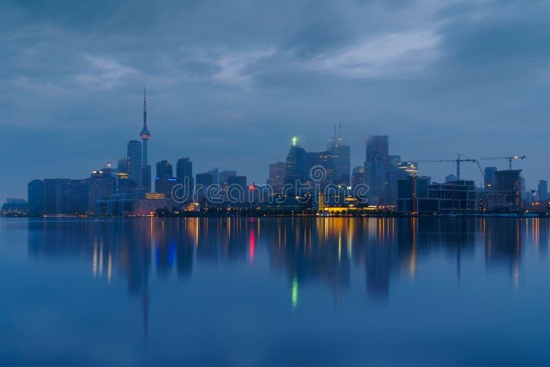 Toronto du centre dans le brouillard photo stock