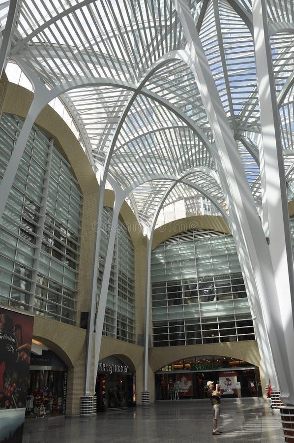 Toronto, el 24 de junio: Interior del atrio del lugar de Brookfield de Toronto en la provincia Canadá de Ontario imagen de archivo libre de regalías