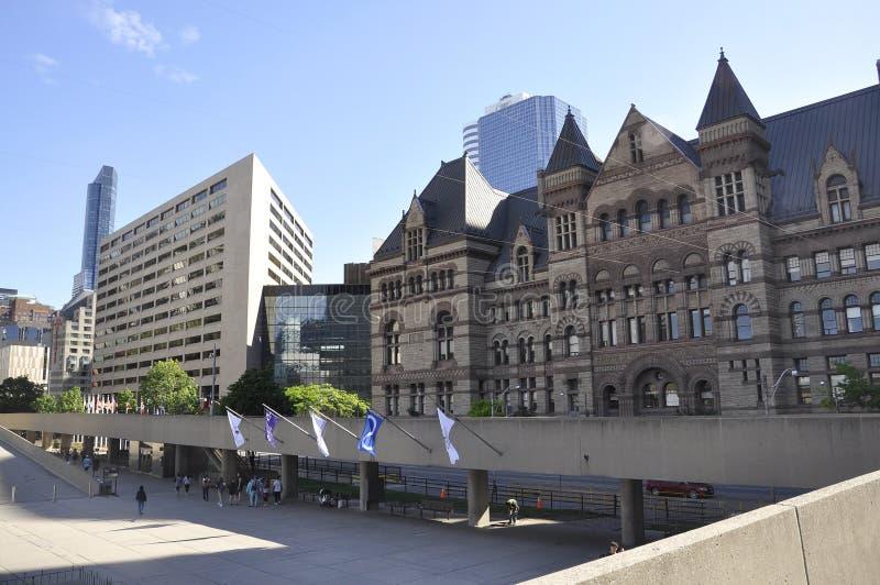Toronto, el 24 de junio: Nathan Phillips Square y ayuntamiento viejo de Toronto en la provincia Canadá de Ontario fotografía de archivo libre de regalías