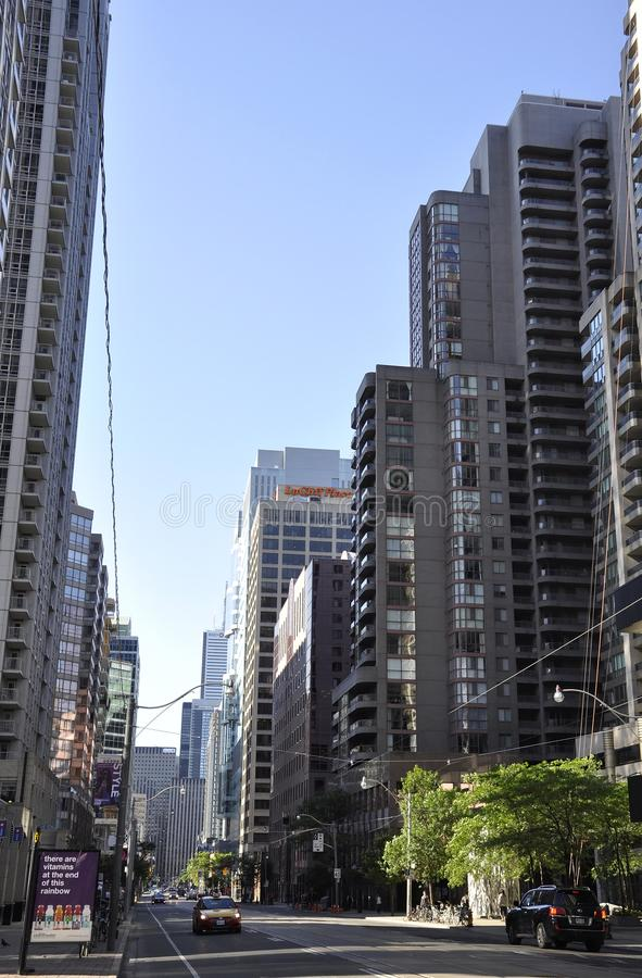 Toronto, el 24 de junio: Opinión de la calle del distrito financiero de Toronto de la provincia de Ontario en Canadá imagenes de archivo